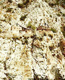 monastere falaise